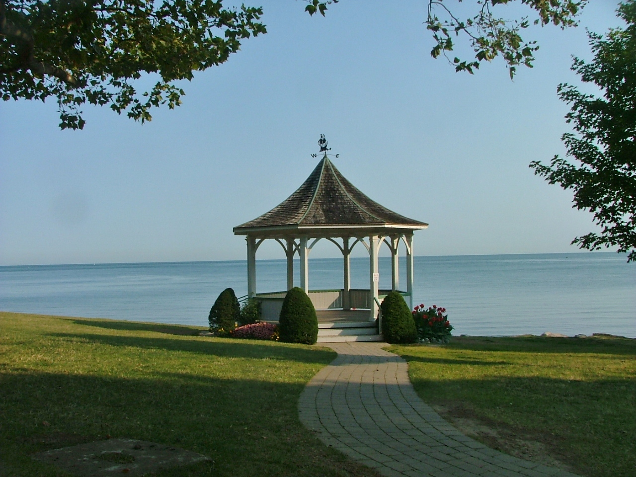 Gazebo At Queens Royal Park 2 Blocks From Cottage